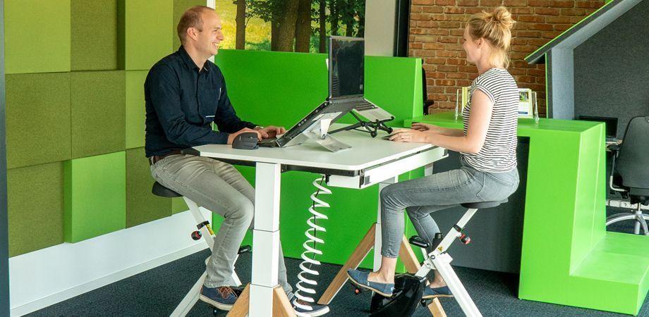 Fietsen op je werkplek met de bureaufiets