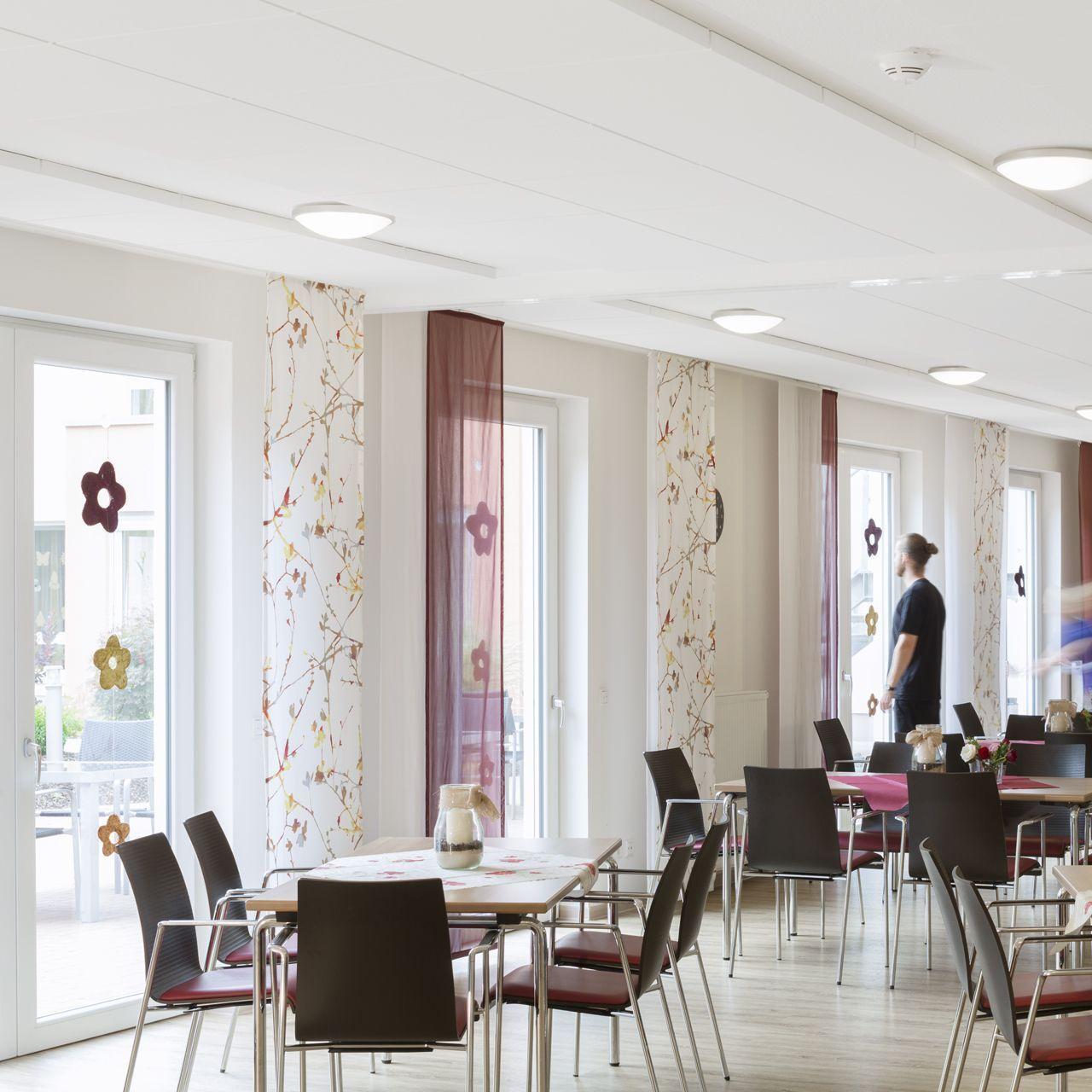 ecophon akoestische verlijmbare panelen plafond ruimte akoestiek Omgeving